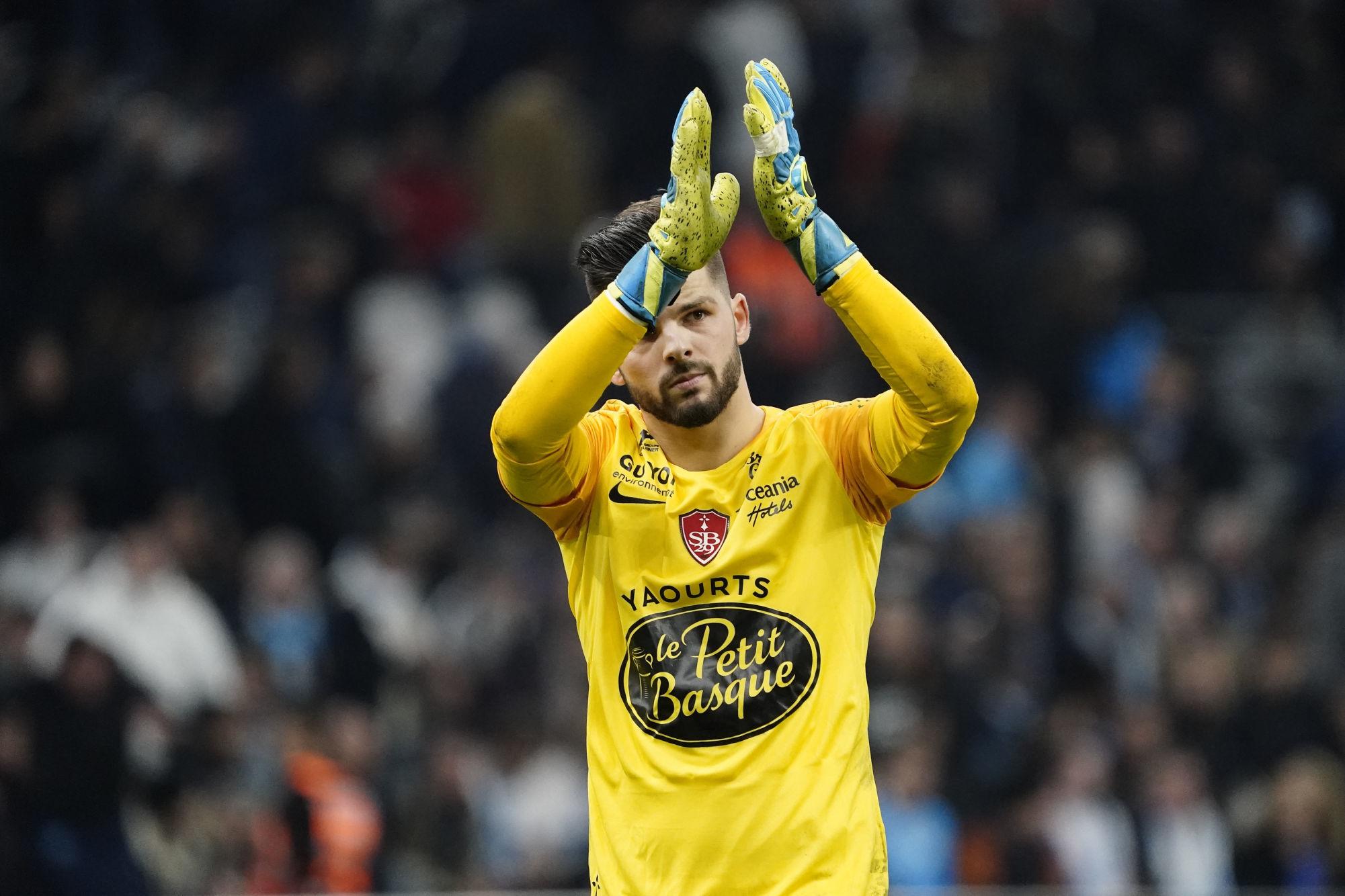 Mercato OM : De Bono propose un jeune gardien de Ligue 1 pour l'après Mandanda