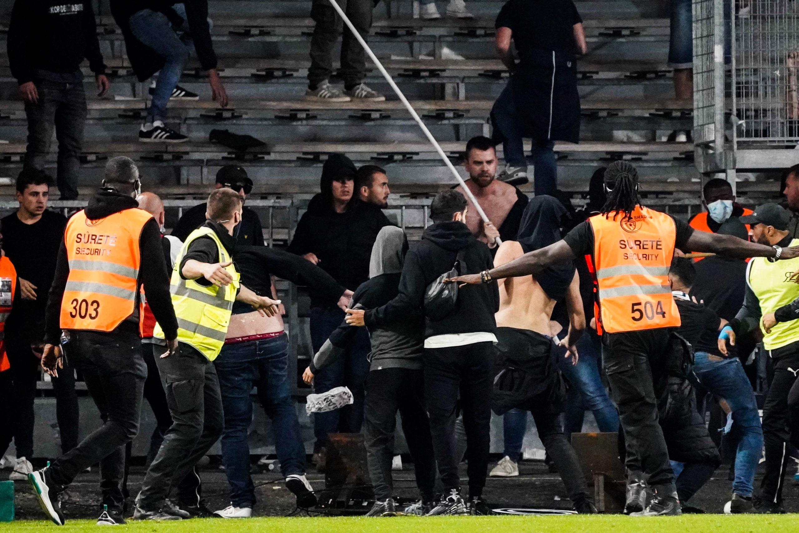 Angers/OM (0-0) - Bagarres entre ultras à la fin de la rencontre